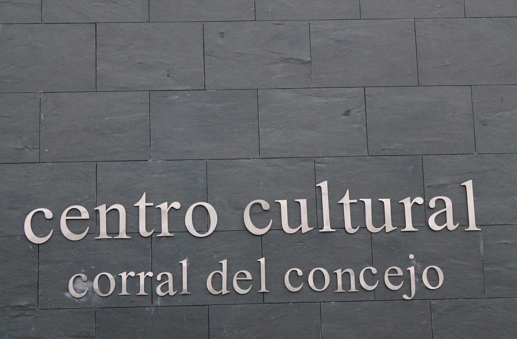 cartel exterior centro cultural Navas de San Antonio