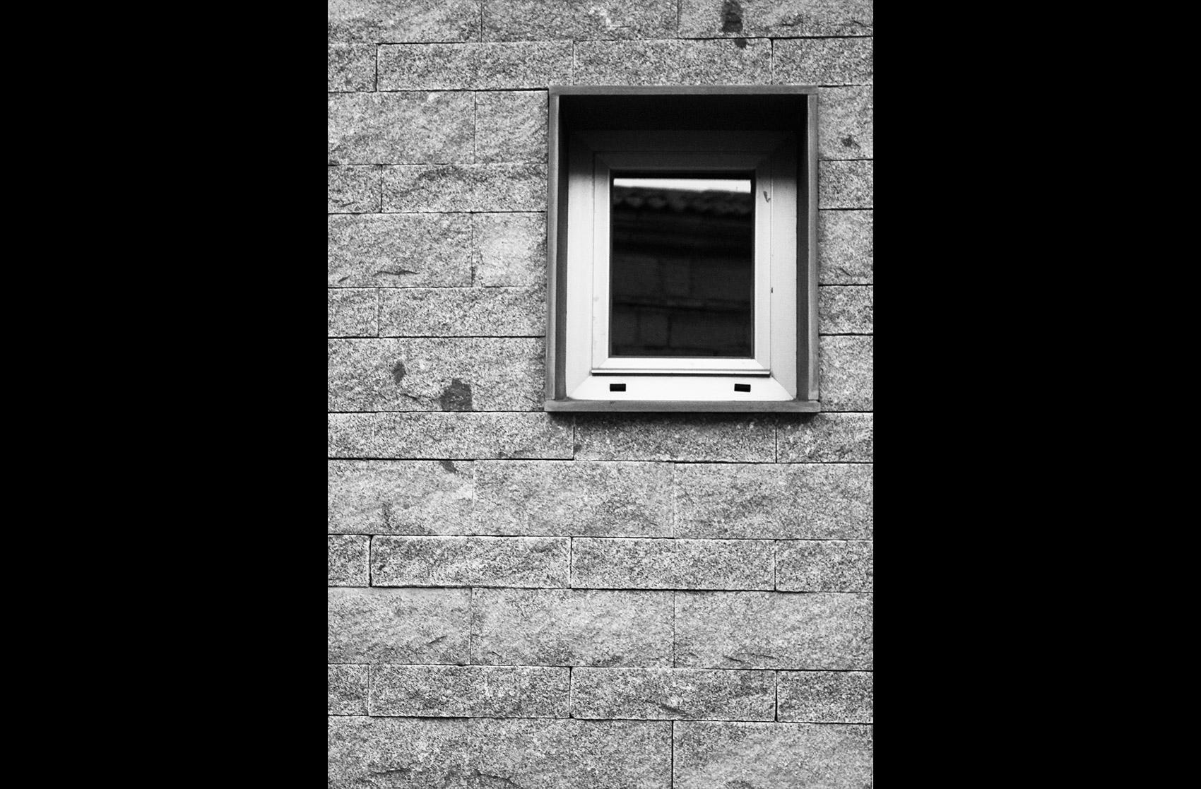 ventana exterior centro cultural Navas de San Antonio