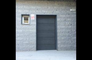 puerta exterior centro cultural Navas de San Antonio