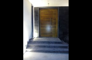 puerta de acceso de vivienda Escarabajosa de Cabezas