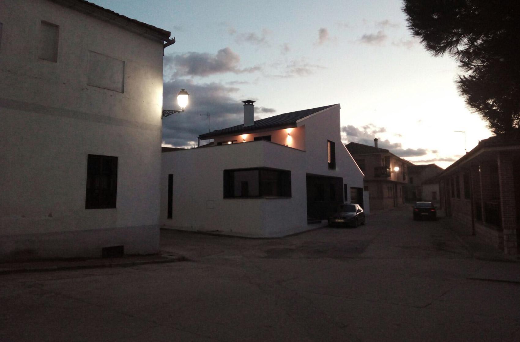 exterior obra acabada de vivienda Escarabajosa de Cabezas