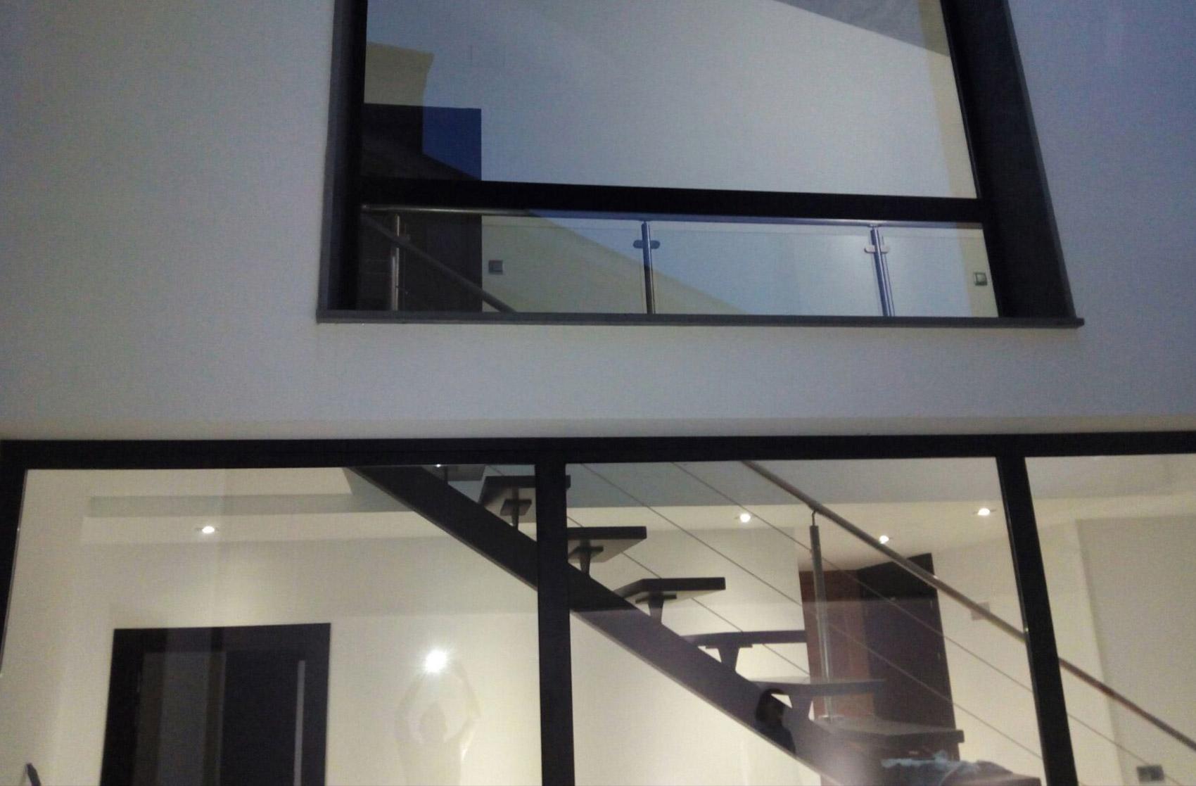 escalera interior de vivienda Escarabajosa de Cabezas